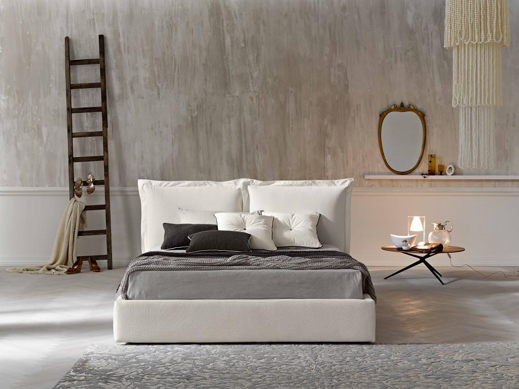 modello FARBE doppio cuscino a caratterizzare la testata di questo letto con contenitore